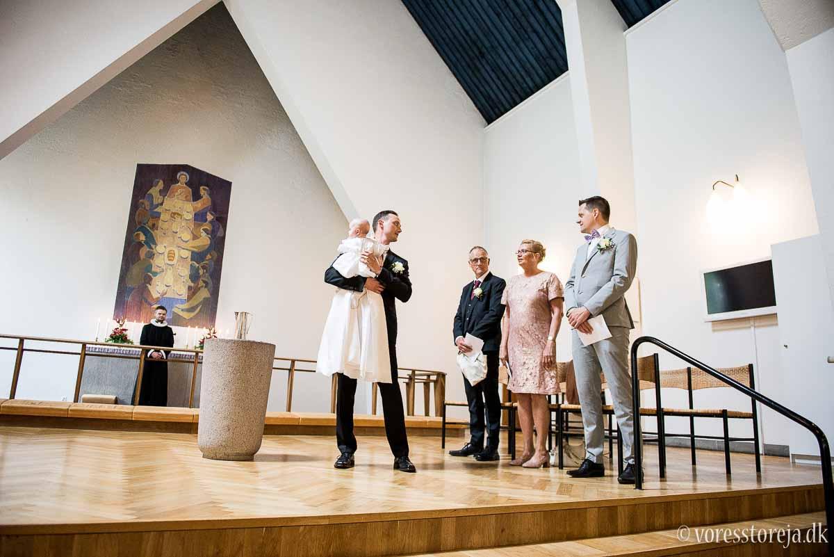gommen venter på bruden i Christianskirken Aarhus