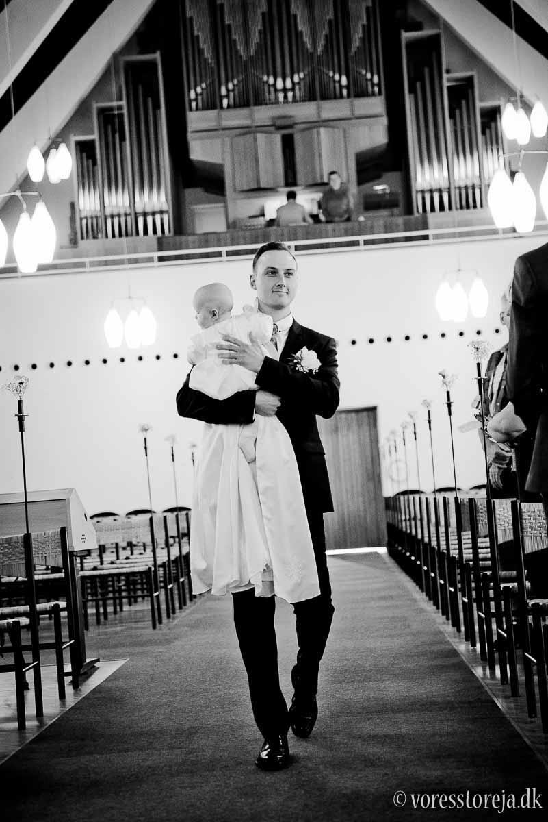 gom med baby i Christianskirken Aarhus bryllup