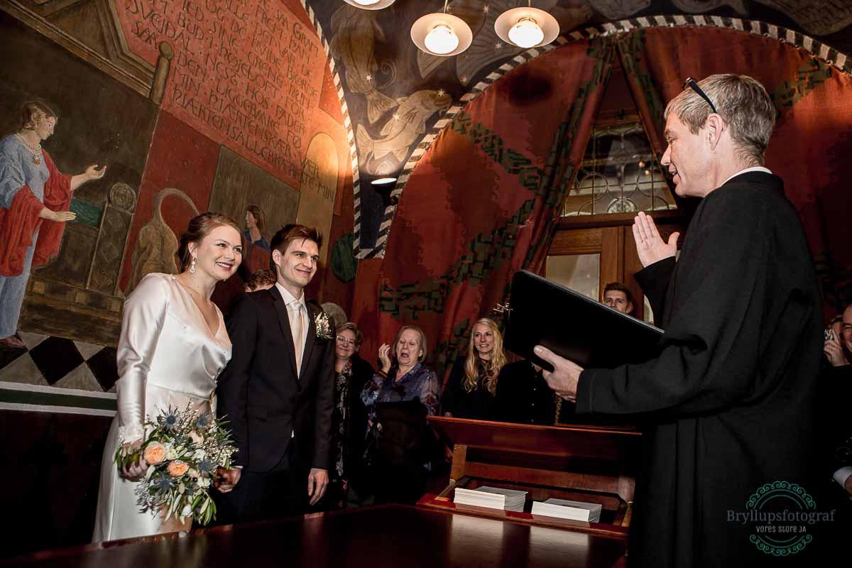 brudepar siger ja på Københavns rådhus