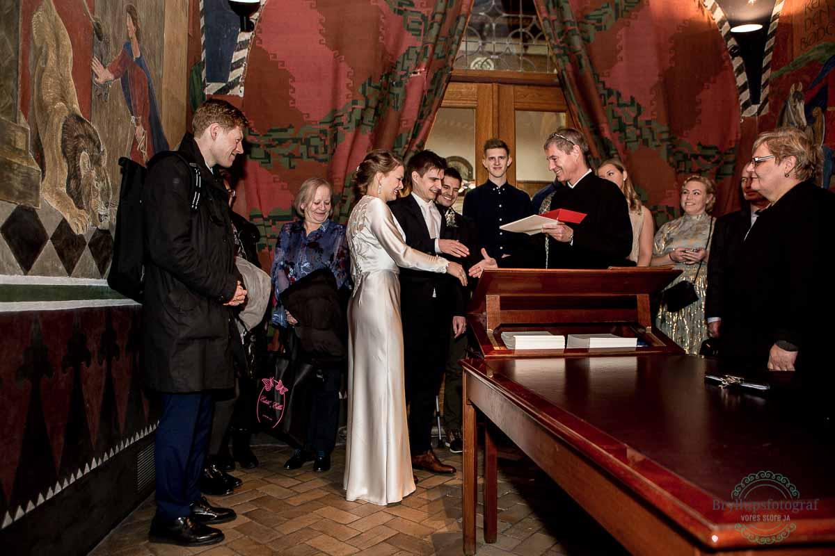 brudepar bliver viet på Rådhus København