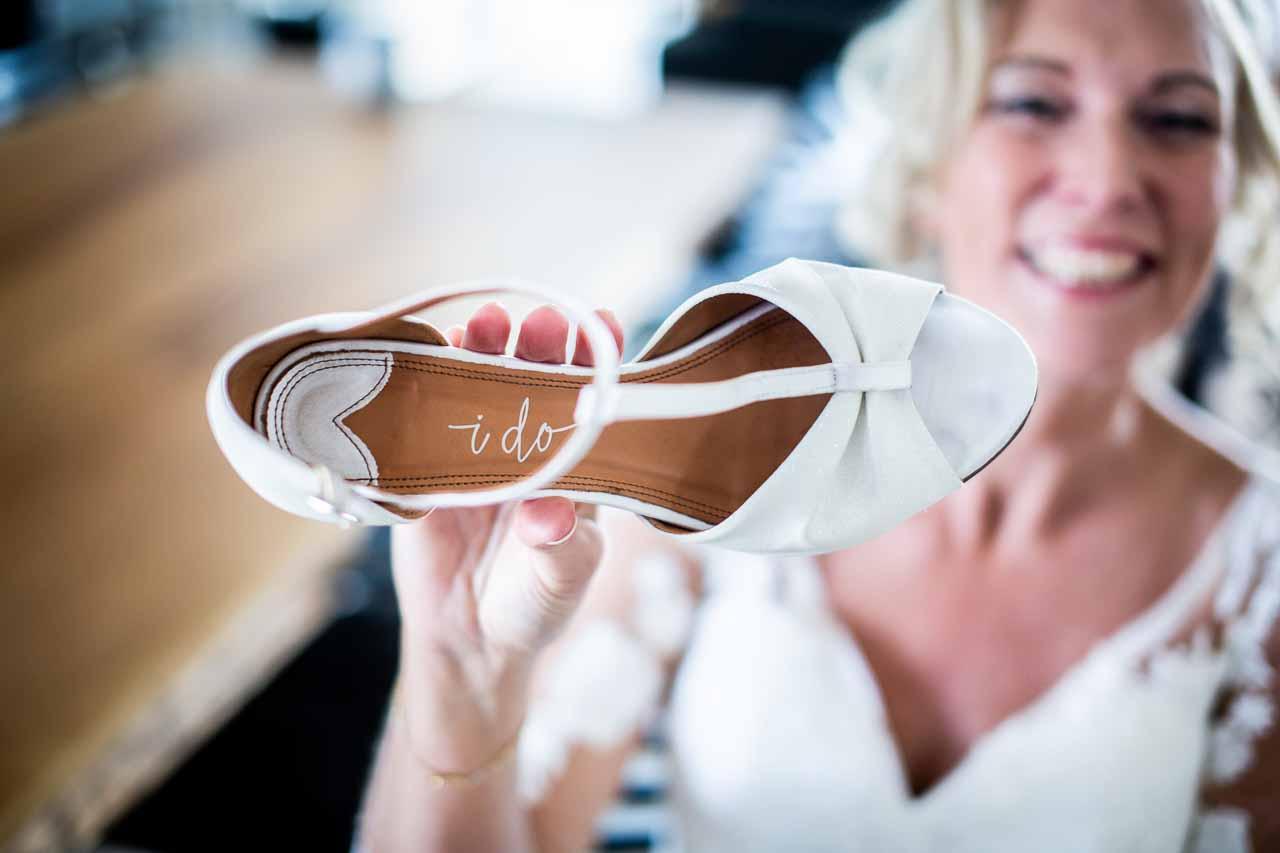 Kreative og anerledes bryllupsbilleder ved prisvindende og erfarne fotografer.